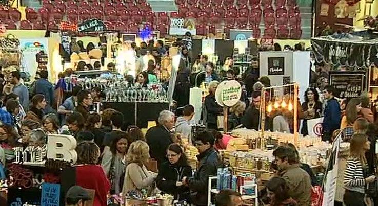 Pa�s - Mercado de Natal no Campo Pequeno