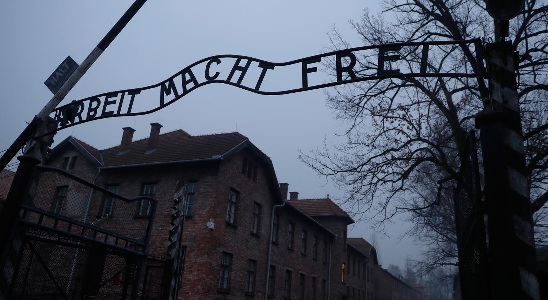 Polónia aprova lei que criminaliza discurso sobre o Holocausto