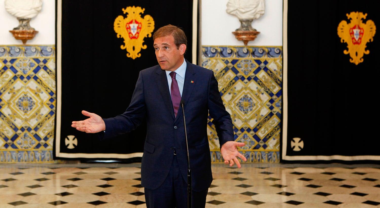 Passos Coelho vai manter-se � frente do PSD at� fim do mandato