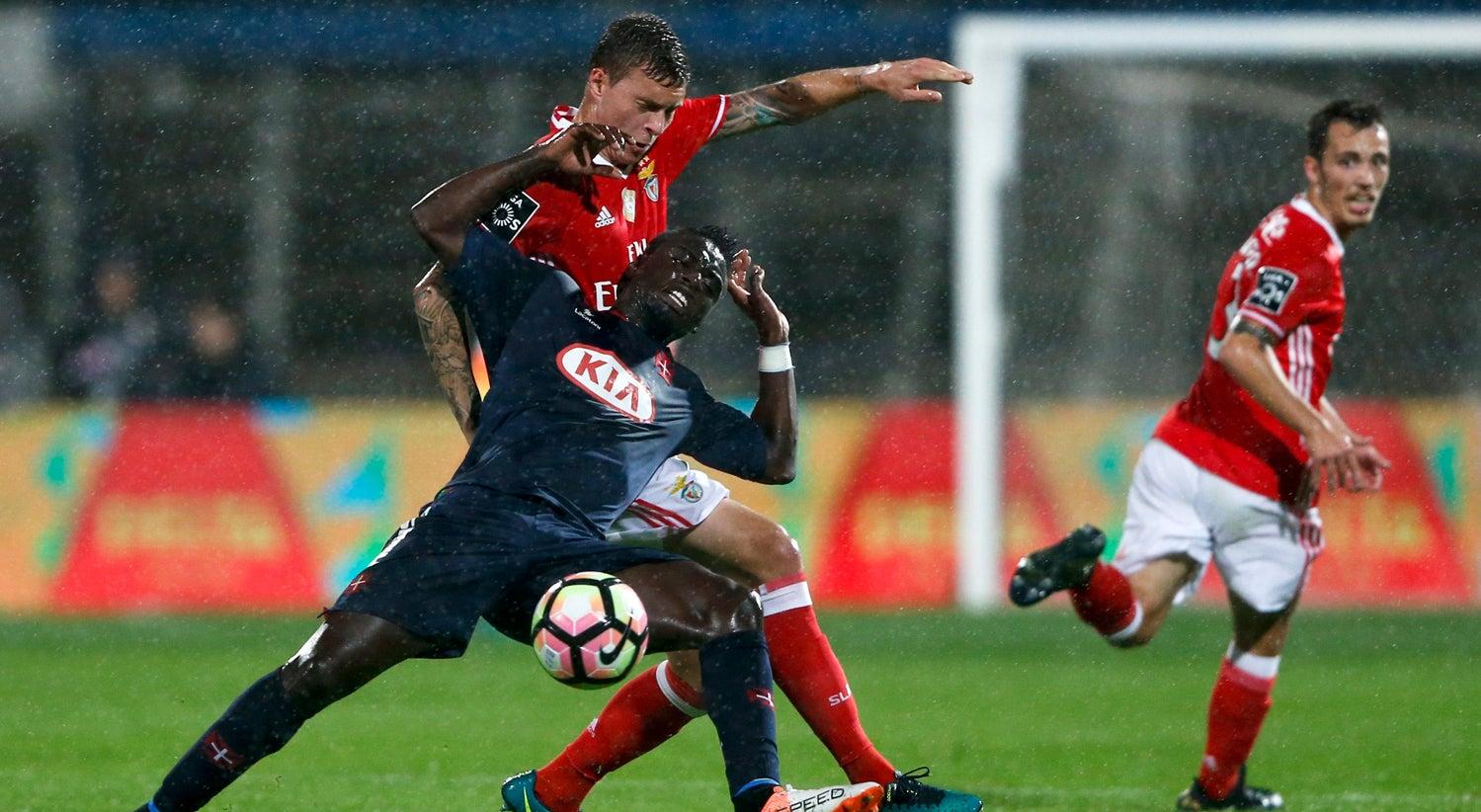 Benfica e FC Porto multados pelo comportamento dos adeptos