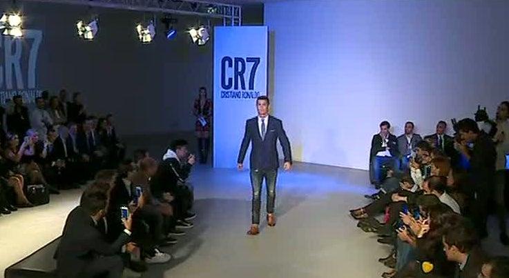 Cristiano Ronaldo apresenta nova cole��o de sapatos