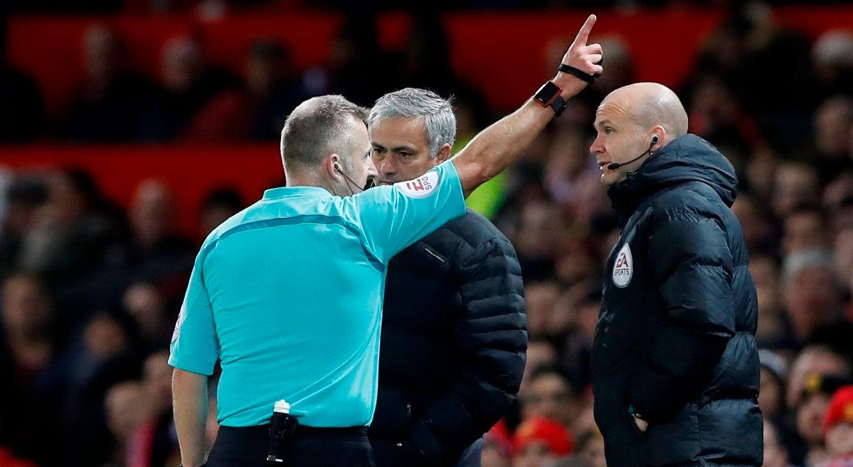 Mourinho punido com um jogo de suspensão e 18.800 euros