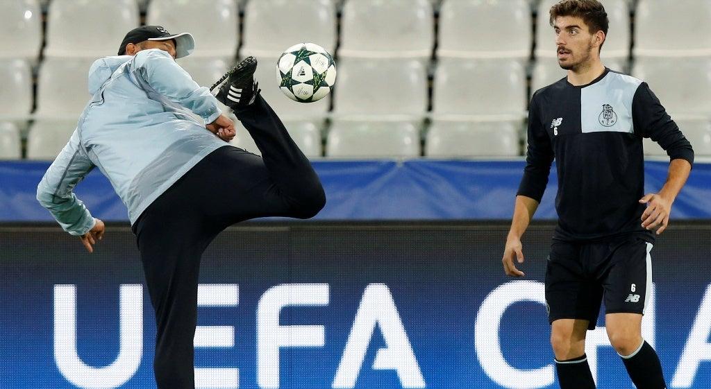 Ruben Neves e Corona regressam com problemas físicos das seleções