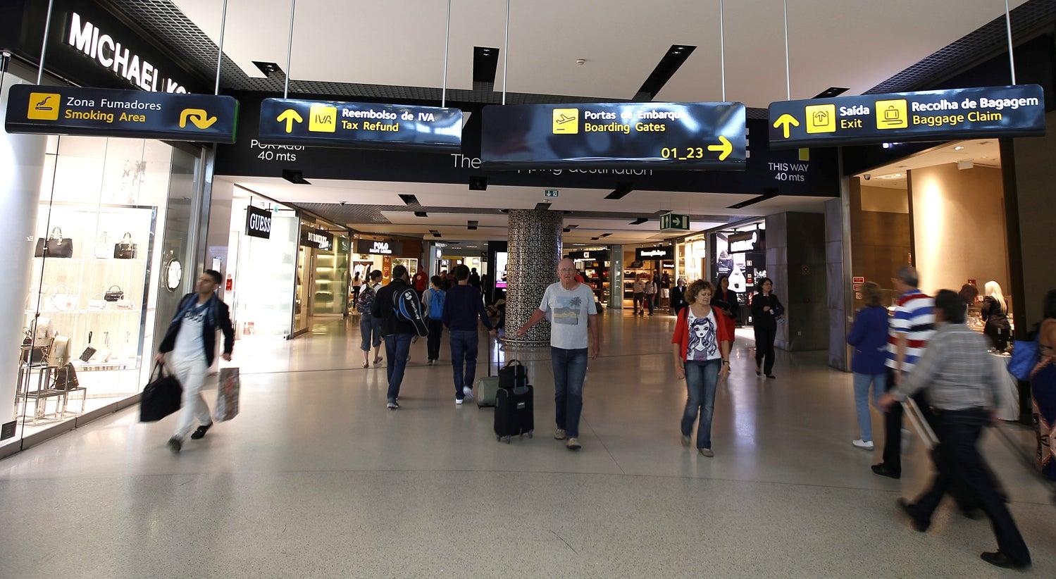 Argelinos detidos no aeroporto de Lisboa presentes a juiz