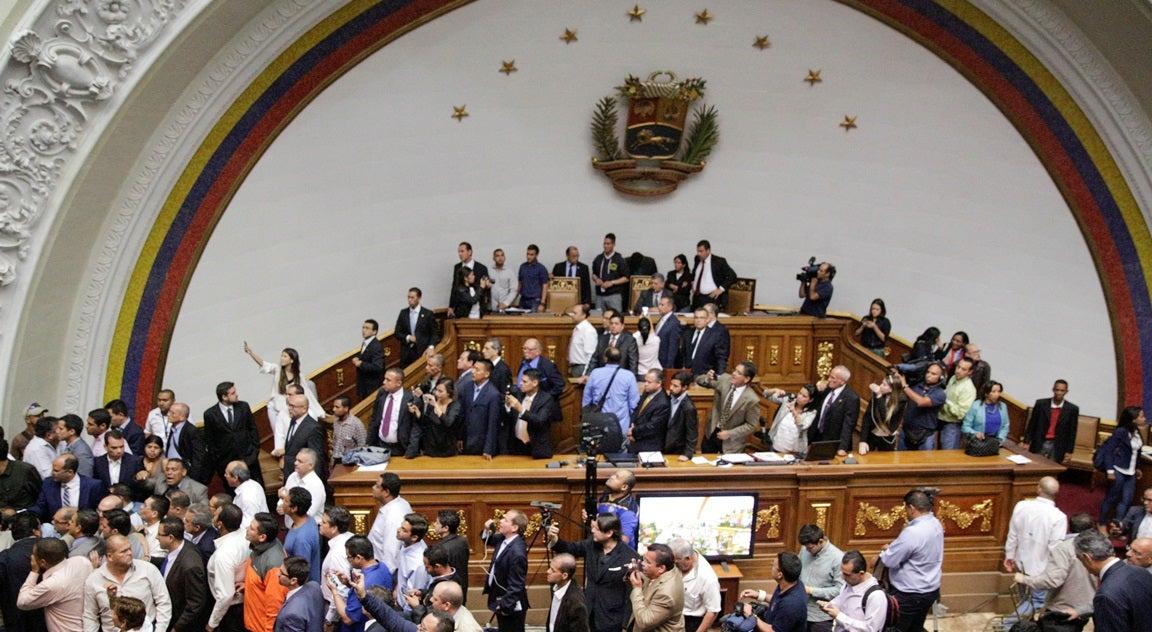 Parlamento venezuelano acusa Maduro de golpe de Estado