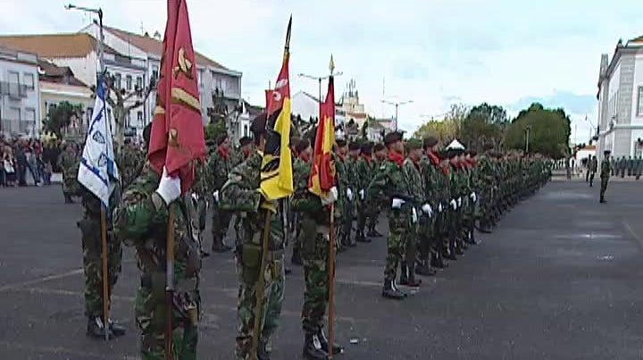 Generais e oficiais superiores das For�as Armadas querem reflectir sobre os cortes no sector militar