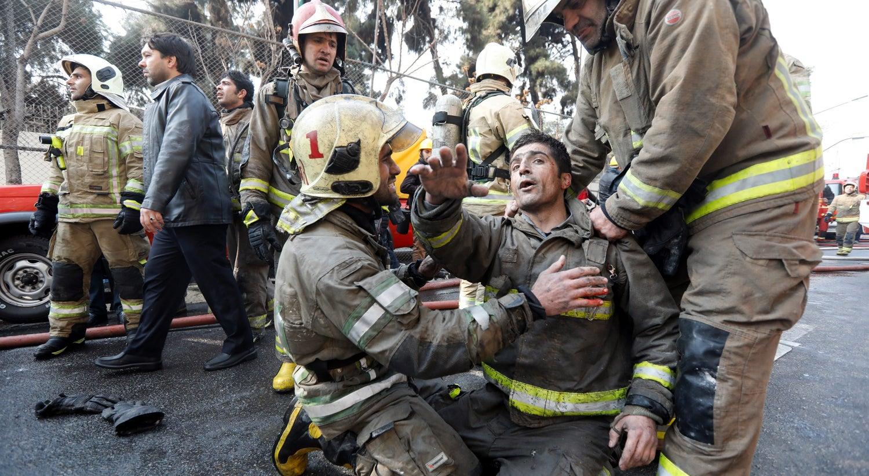 Colapso de edifício mata pelo menos 30 pessoas no Irão