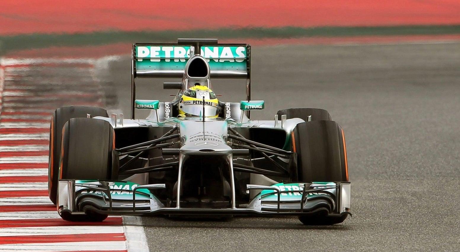 Rosberg continua ao volante do Mercedes
