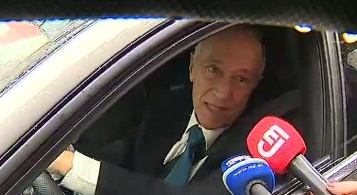 Marcelo Rebelo de Sousa demorou-se em abraços