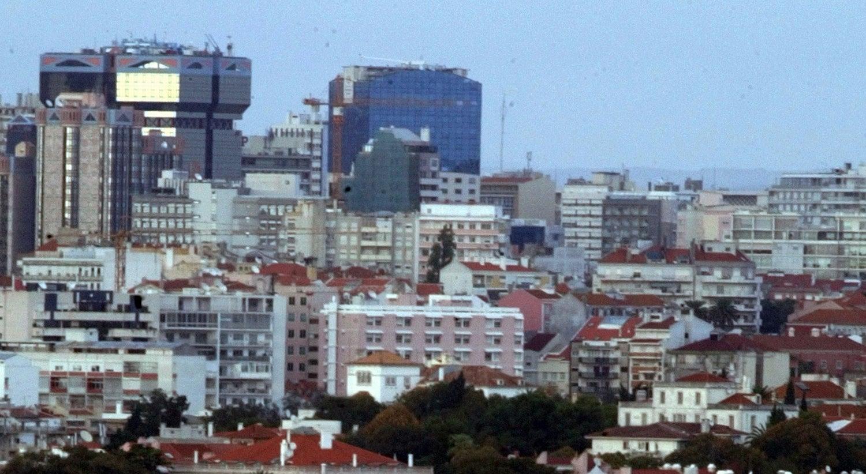 Lisboa. Dois suspeitos de assalto à mão armada nas Amoreiras em fuga