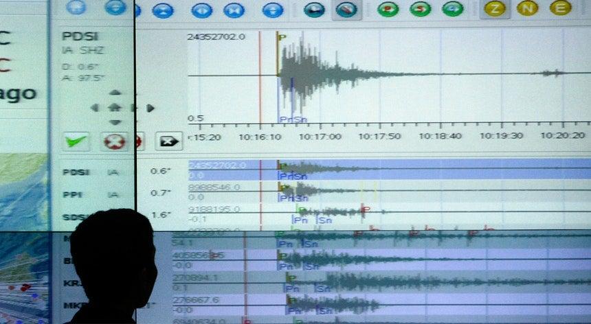 Terremoto atinge costa leste do Japão