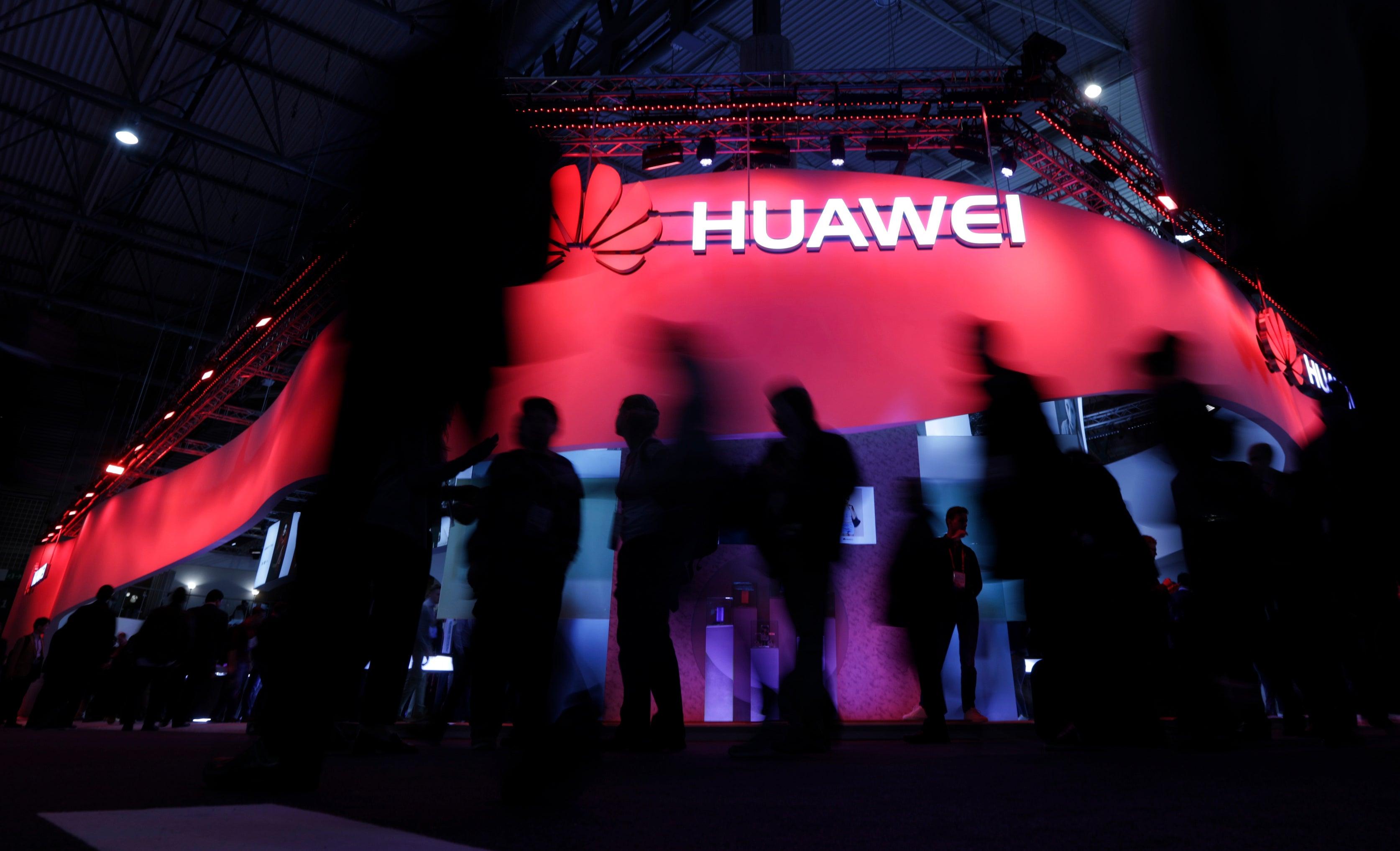 Caso Huawei leva quadros da Saúde a pôr lugares à disposição