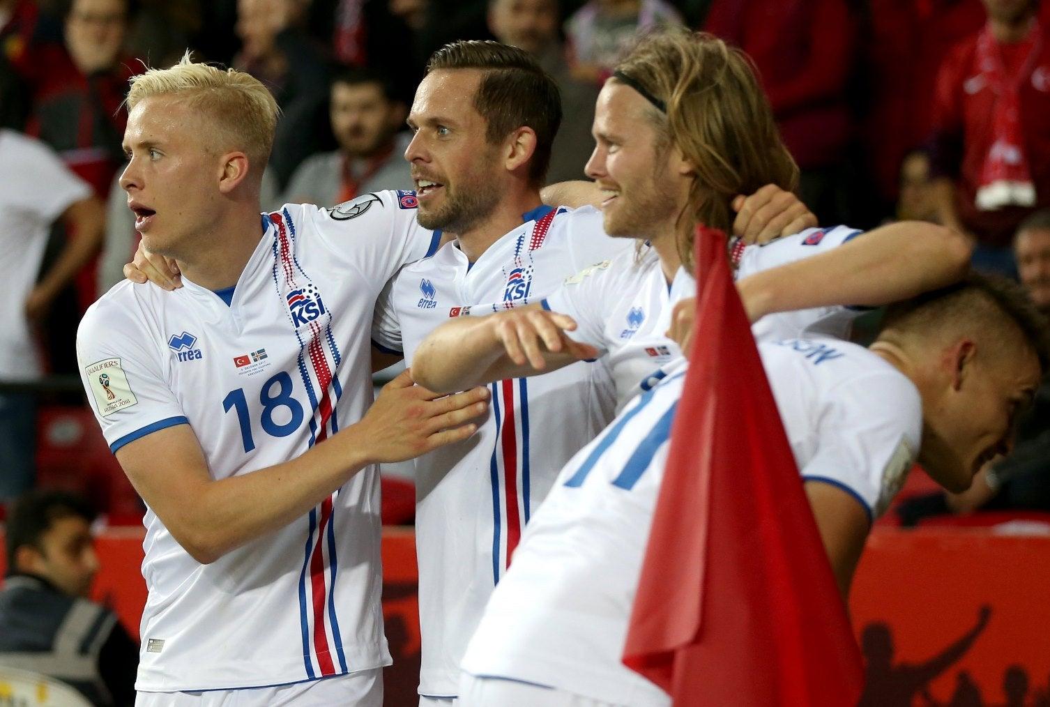 Islândia vence e garante vaga inédita no Mundial