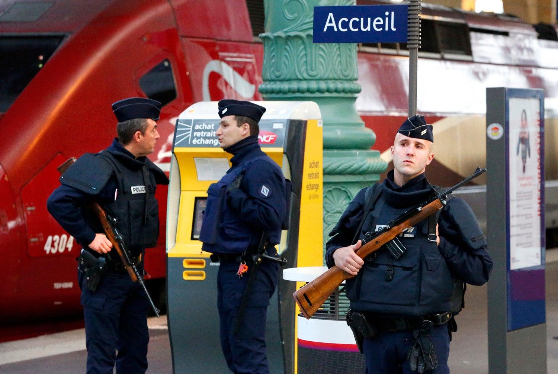 Estação de trens em Paris é evacuada durante operação policial