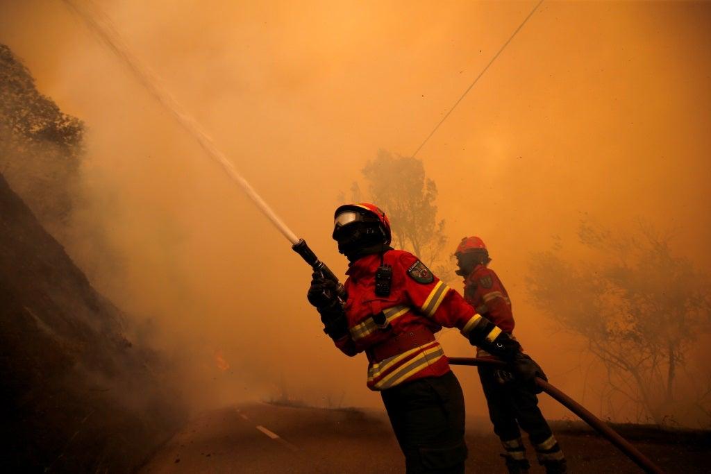 Incêndio destruiu pavilhão de fábrica em Anadia
