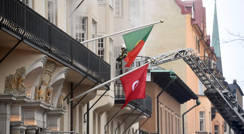 Rádio sueca actualiza para 14 feridos no incêndio na embaixada em Estocolmo