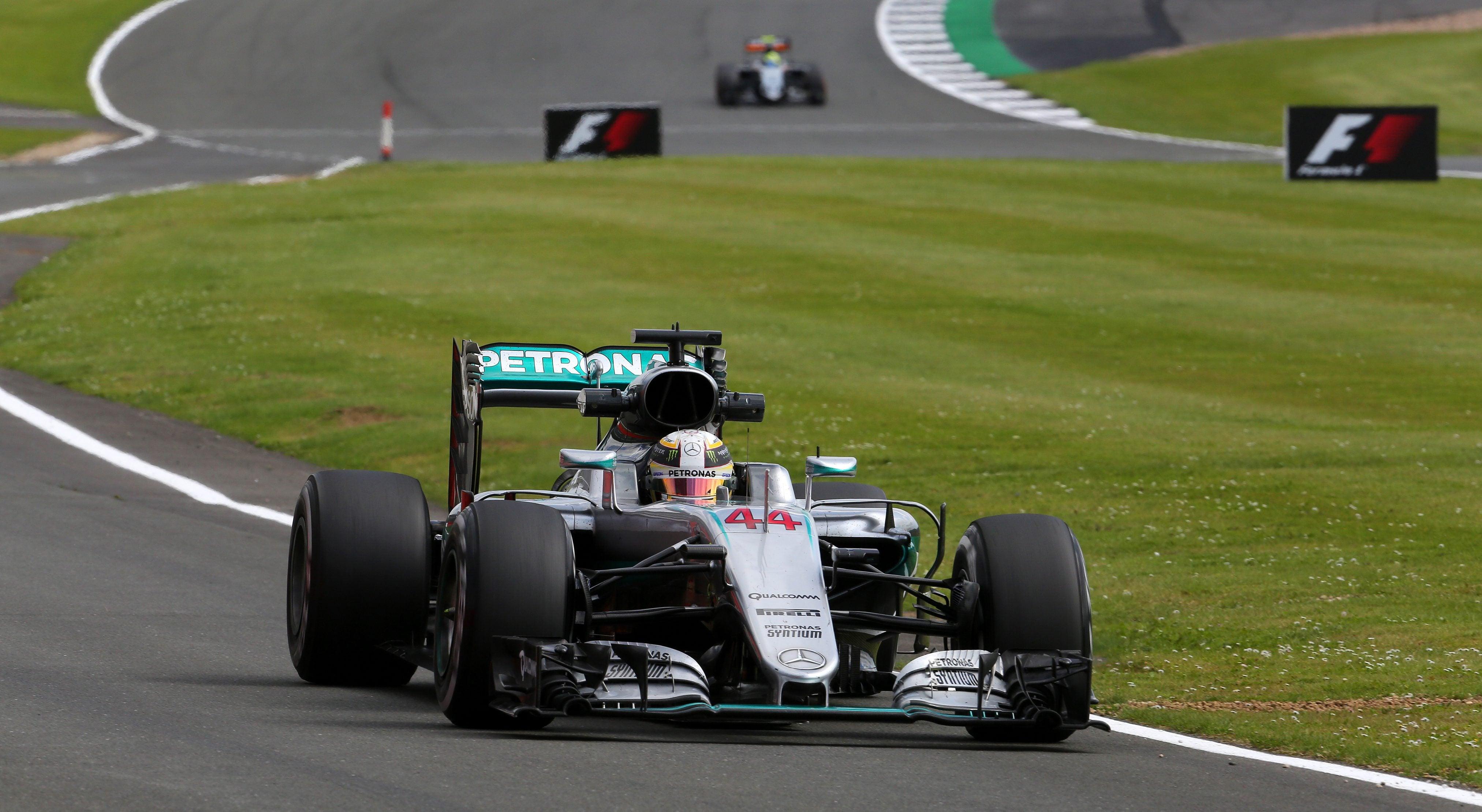 Hamilton conquista pole em Silverstone
