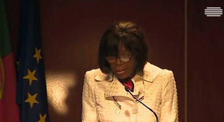 País - Ministra da Justiça diz que excesso de burocracia conduz à corrupção