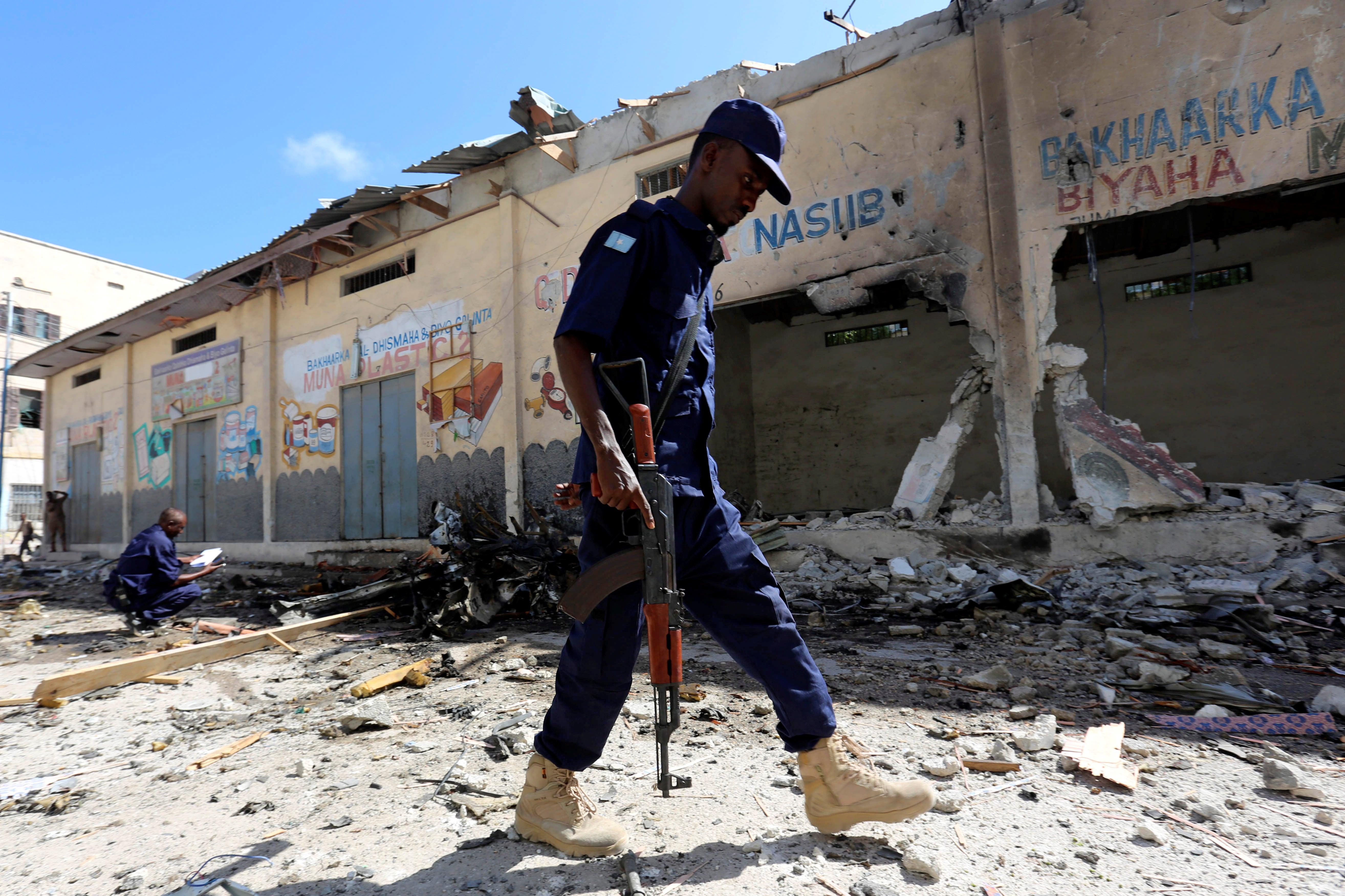 Ataque suicida em academia de polícia na Somália mata 13 policiais