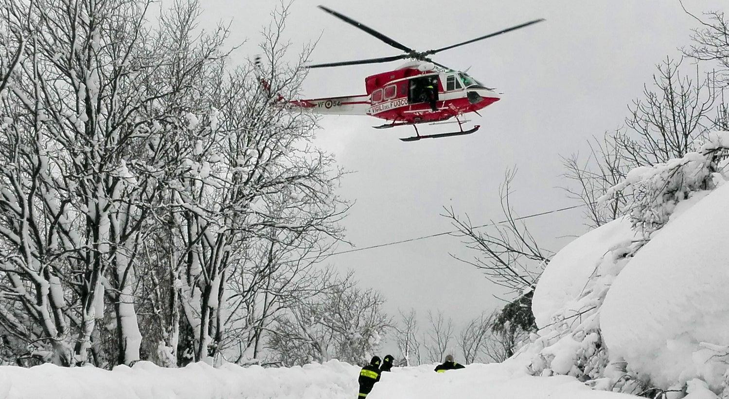 Avalanche atinge hotel em Itália e faz vários mortos