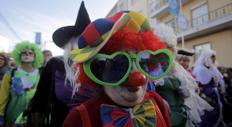 País - PS chumba propostas para transformar Carnaval em feriado