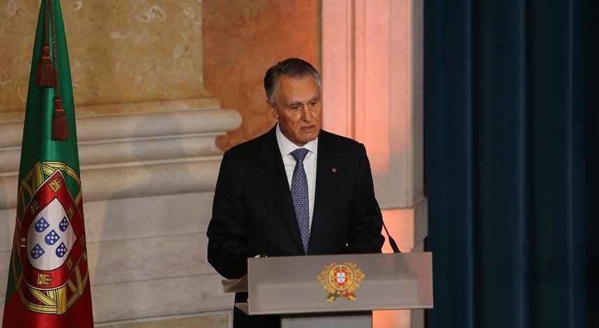 Cavaco d� posse a Costa com recados sobre compromissos externos