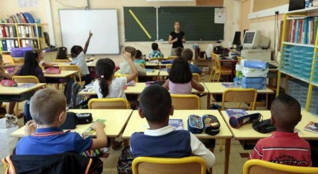 País - Até 3.200 professores entram nos quadros