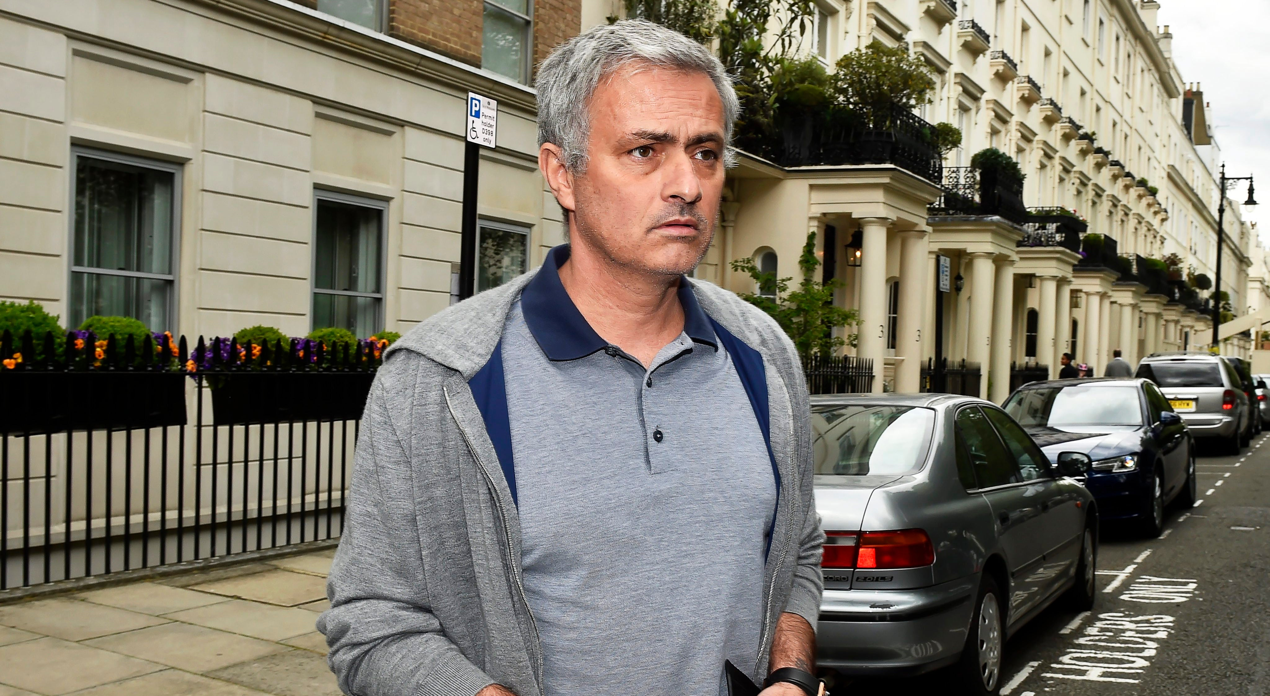 Oficial. Mourinho despedido do Manchester United