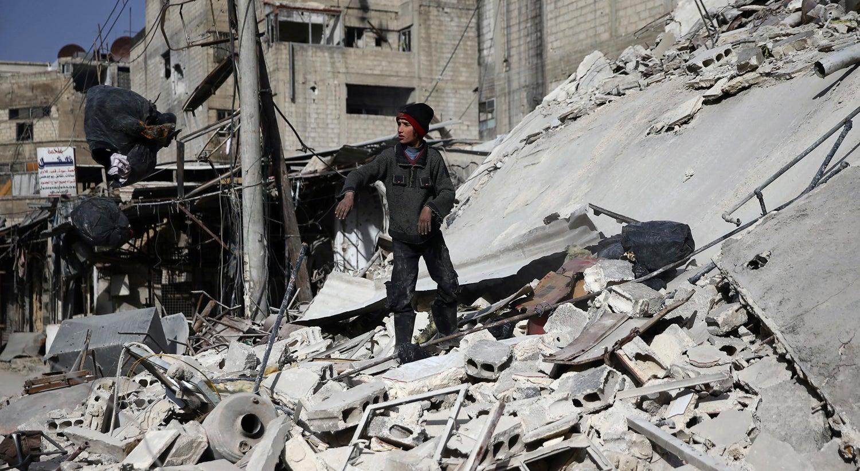 Comboio de ajuda alimentar entra no enclave rebelde sírio de Ghuta