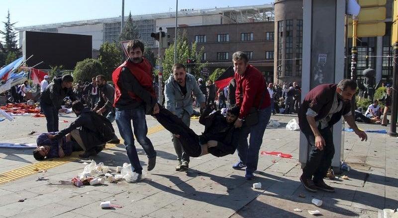 Explos�es em Ancara fazem pelo menos 30 mortos