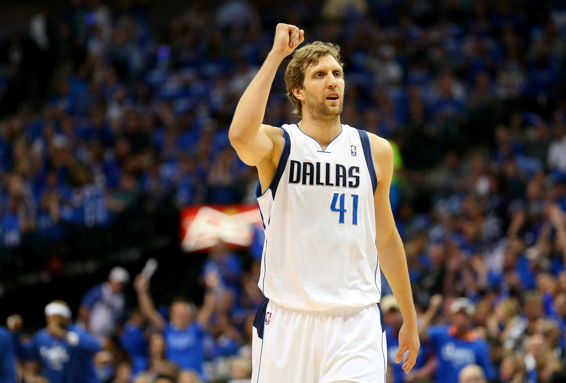 Dirk Nowitzki fica em Dallas vinte épocas seguidas