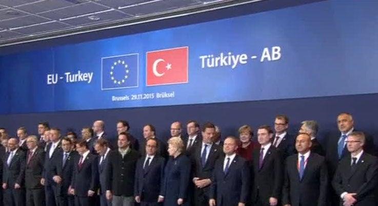 Mundo - UE e Turquia chegam a acordo para controlar afluxo de refugiados