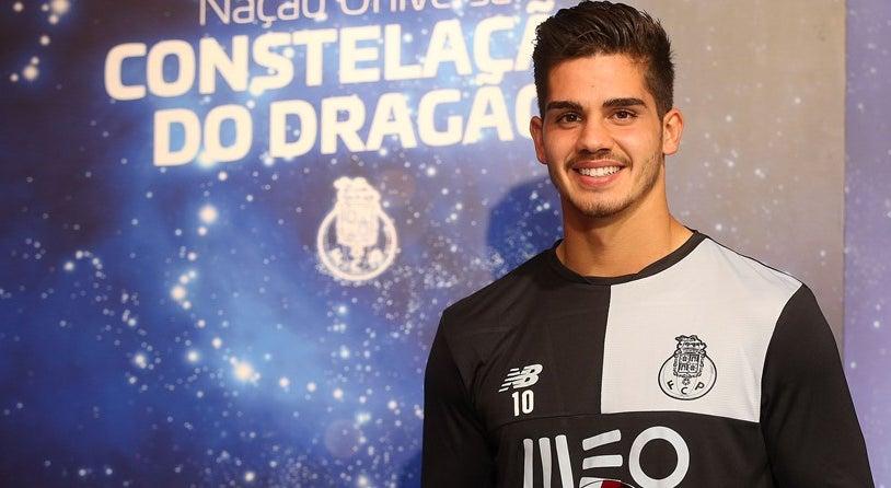 Andr� Silva: �Espero receber muitos mais pr�mios�