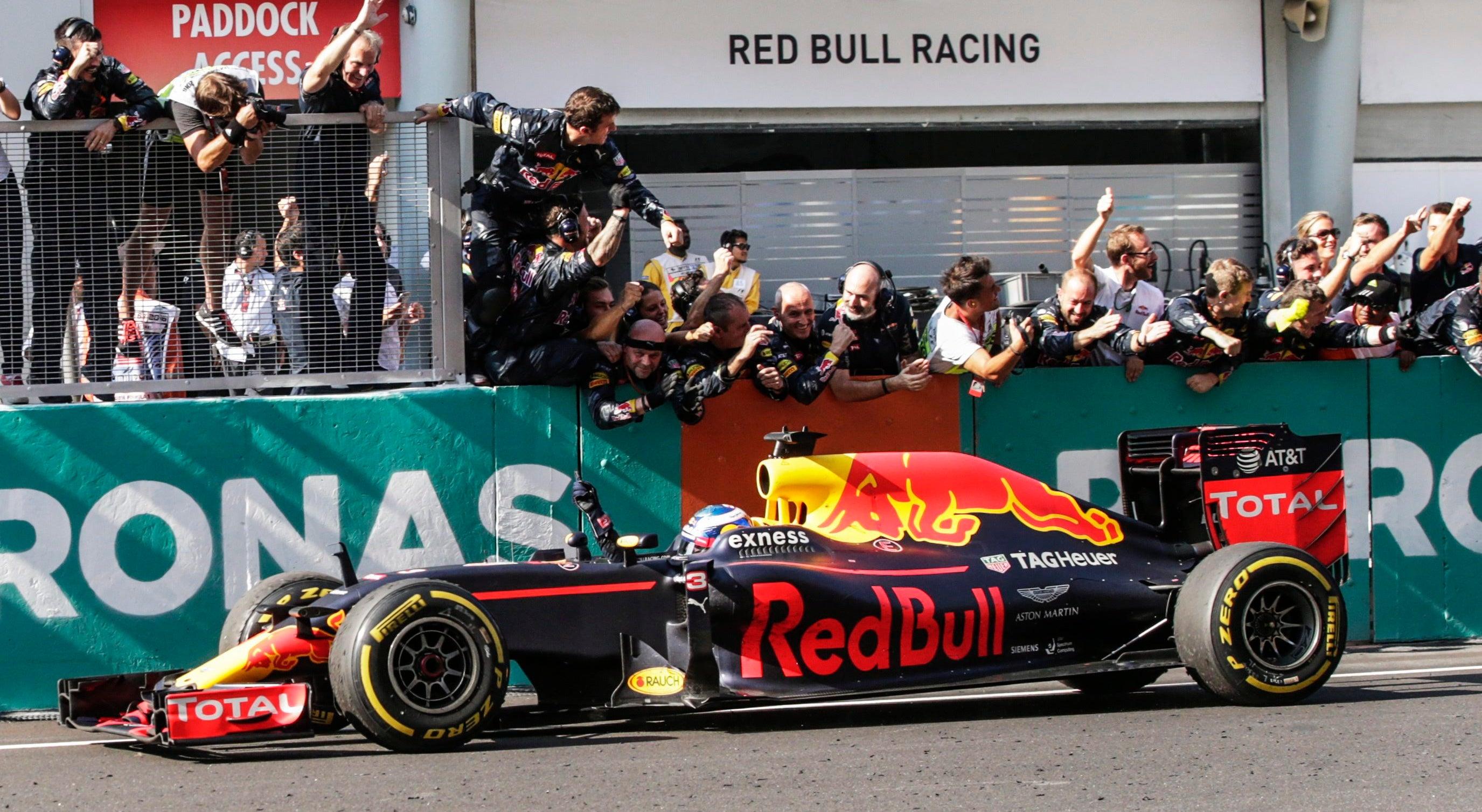 Ricciardo ganha na Mal�sia, Rosberg mais perto do t�tulo