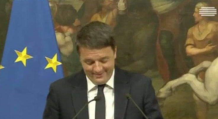 Mundo - Renzi cai com o referendo em Itália
