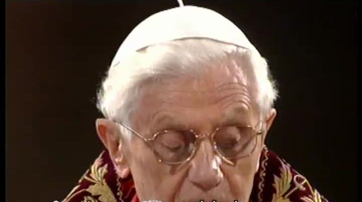 Bento XVI disse aos que sofrem com a crise para encontrarem for�a no exemplo de Cristo