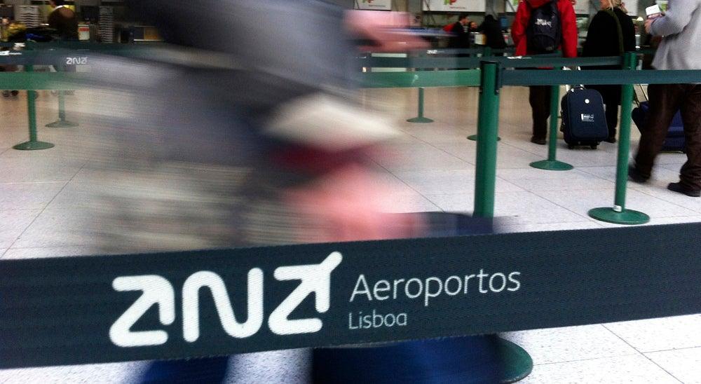 Economia - Taxas aeroportu�rias sobem mais de 5% em Lisboa