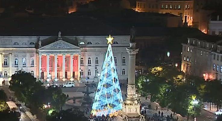 Pa�s - Inauguradas as ilumina��es de Natal em Lisboa