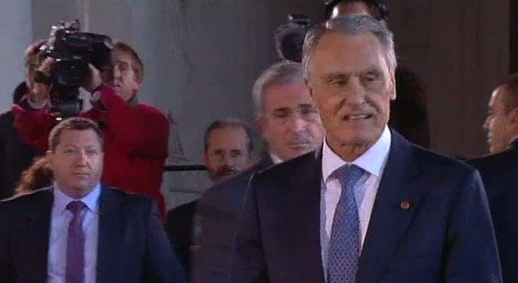 Pol�tica - Cavaco Silva diz que n�o vai abdicar dos poderes constitucionais