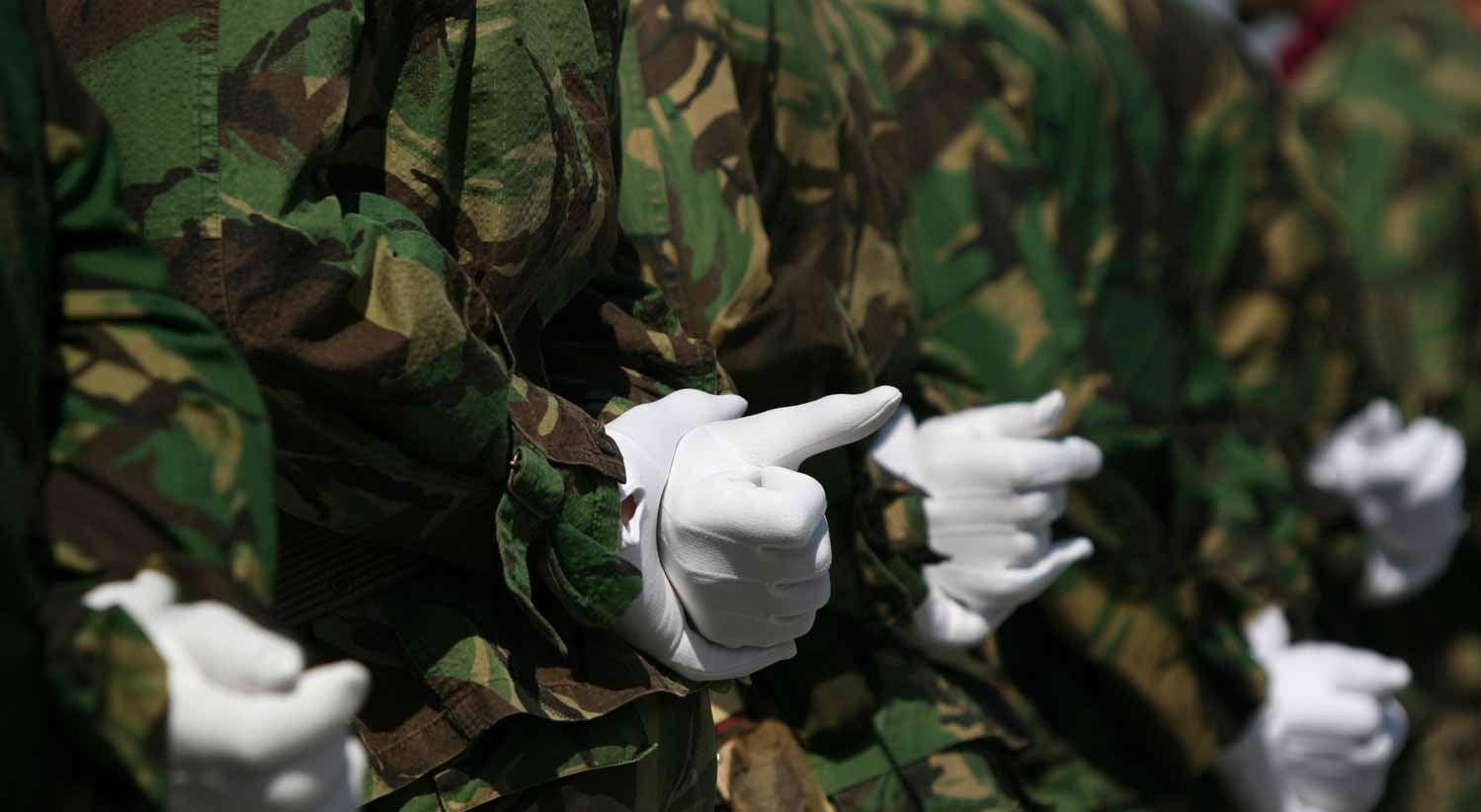 Pa�s - Morte dos comandos: testemunhas comprometem tr�s instrutores