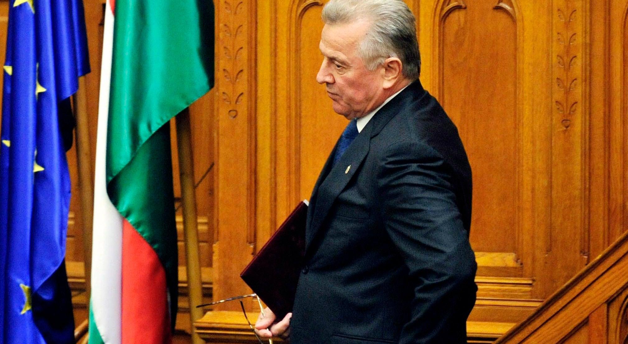 Presidente da Hungria demite-se depois de ser acusado de pl�gio