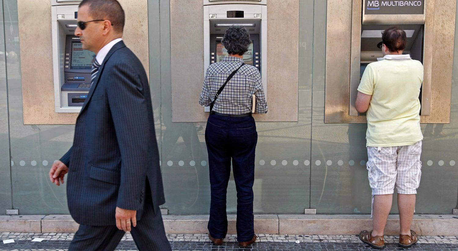 Economia - Quatro milh�es de portugueses sem p�-de-meia