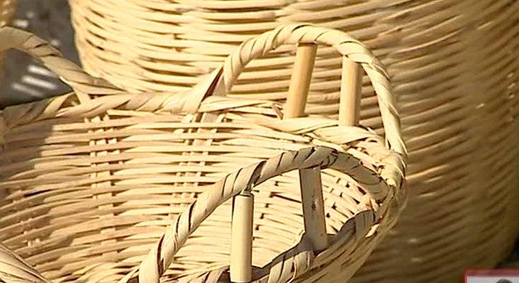 Pa�s - Ainda h� um artes�o de cestaria no Algarve com 72 anos