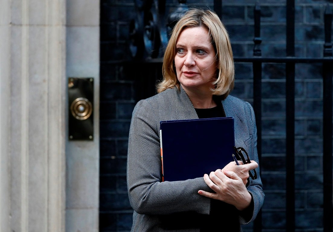 Ministra britânica pede acesso ao Whatsapp para combater terrorismo
