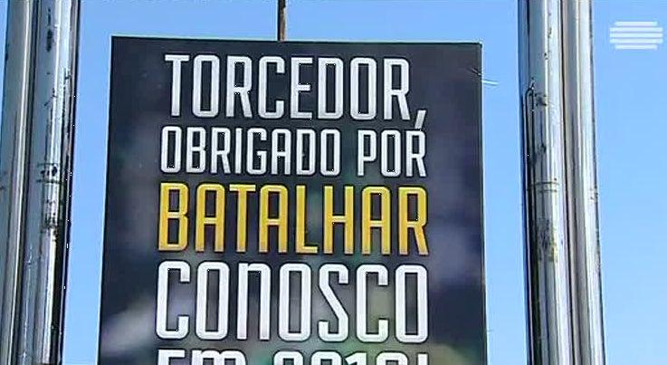 Mundo - Cidade de Chapecó revoltada com as causas do acidente de aviação