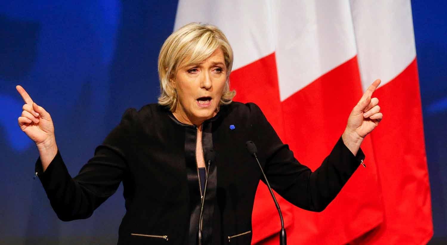 Marine Le Pen quer retirar dupla nacionalidade aos judeus franceses