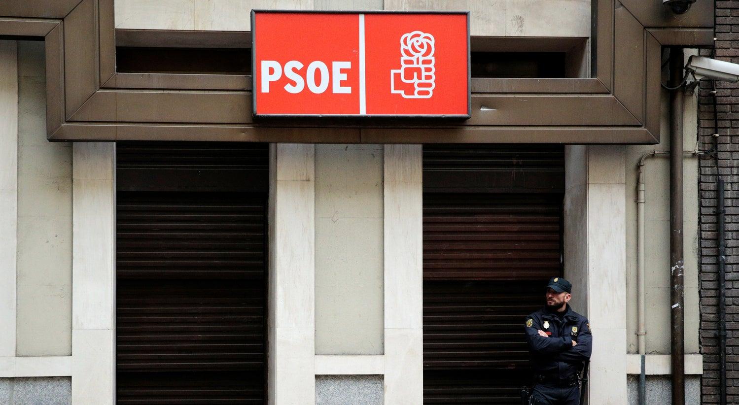 PSOE decide abster-se e viabiliza Governo de Rajoy