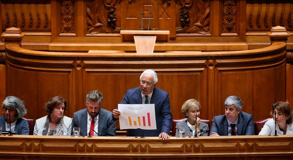 País - PS desmente crise na solução governativa em resposta a Francisco Assis