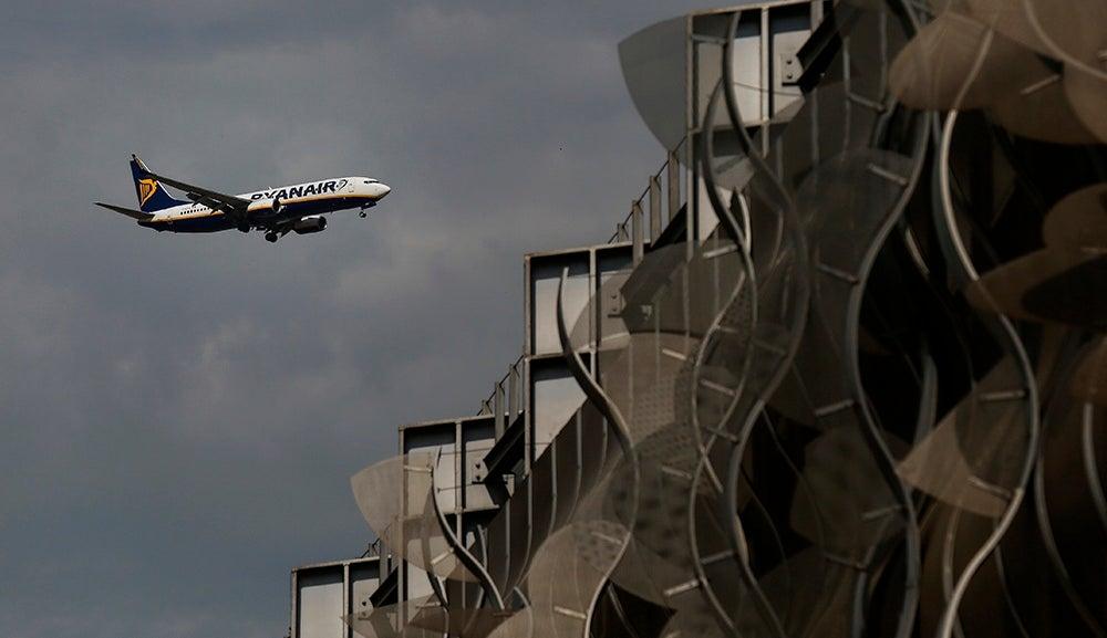 Ryanair lança voos com ligação no Porto
