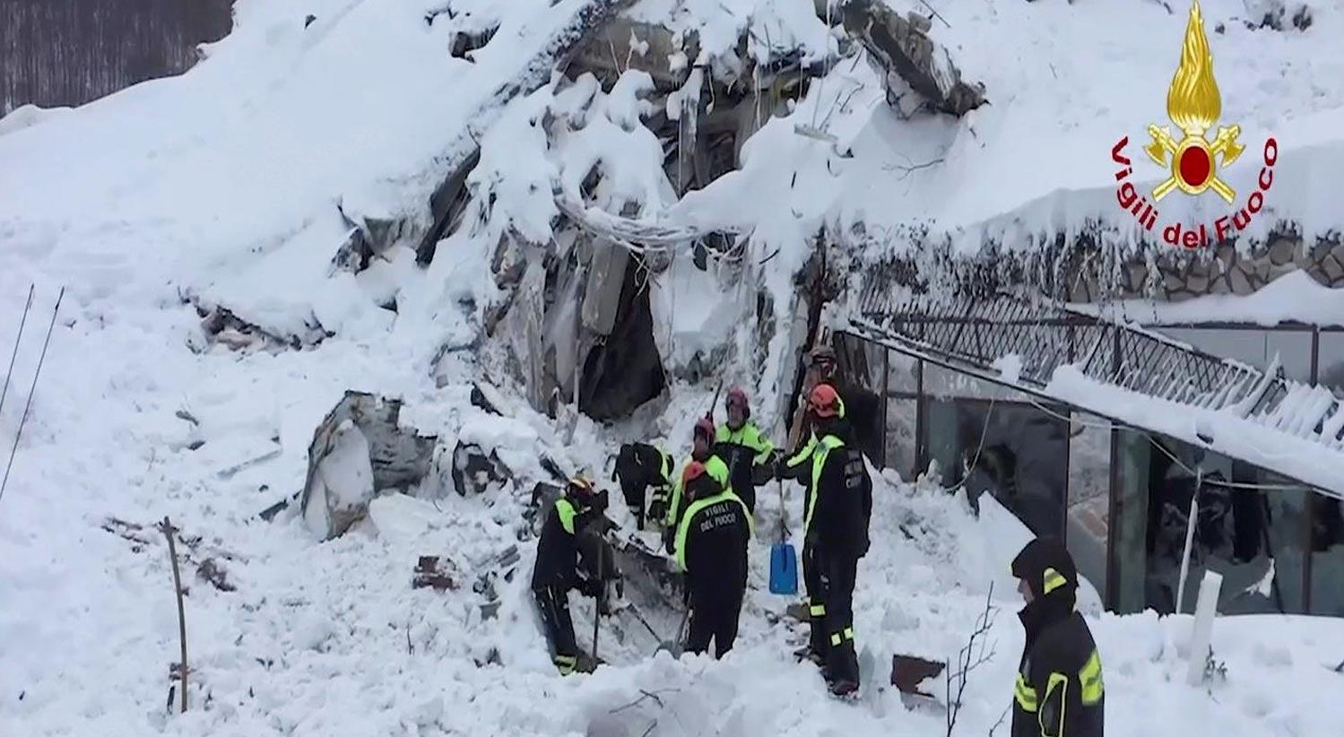 Mundo - Avalanche em Itália: Dez sobreviventes e quatro mortos confirmados